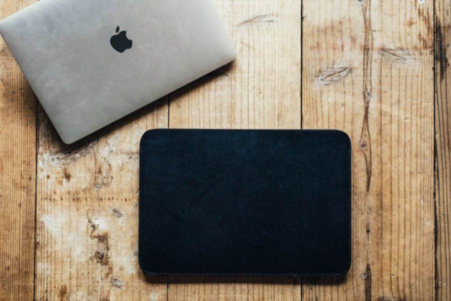 drip Leather MacBook CaseとMacBookの画像