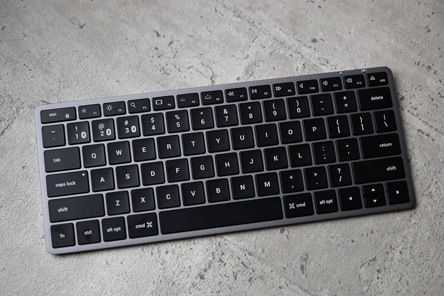 Satechi Slim X1 Bluetooth Backlit KeyboardとMagic Keyboardの外観デザインはMagic Keyboardそっくり 2