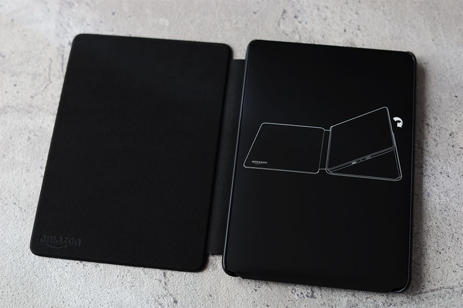 Kindle Paperwhite純正レザーケース:カバーを開けると紙カバーあり
