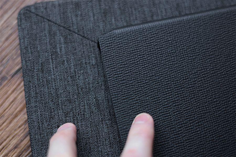 Kindle Paperwhite純正レザーケース:カバーとファブリック素材表面から素材が異なる