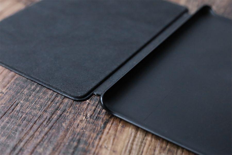Kindle Paperwhite純正レザーケース:カバーは本体側と二川で素材が異なる