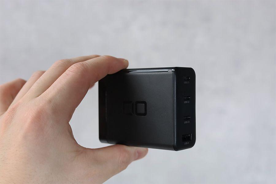 CIO LilNob USB PD 4ポート100W【G100W3C1A】は指で挟めるサイズと重さ