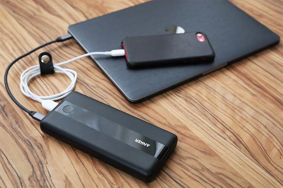 Anker PowerCore III 19200 60Wを使用してMacBookとiPhoneを充電する