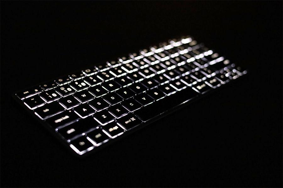 Satechi Slim X1 Bluetooth Backlit Keyboardのバックライトがおしゃれかっこいい
