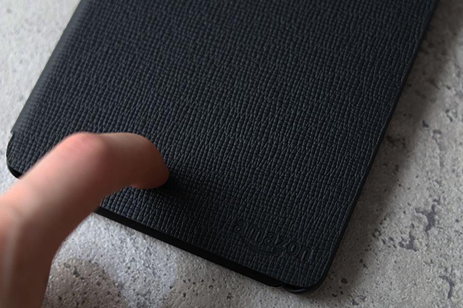 Kindle Paperwhite純正レザーケース:カバーの表面は天然レザー