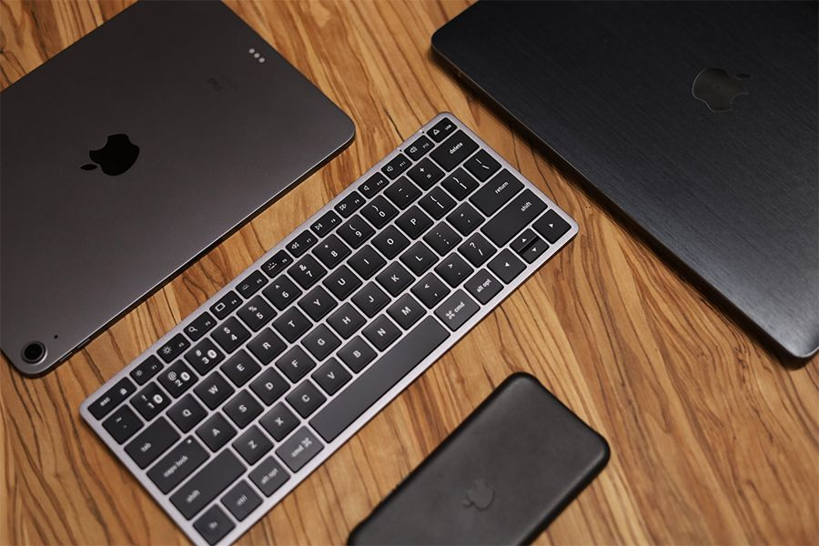Satechi Slim X1 Bluetooth Backlit Keyboardは3台デバイスの横断がシームレスで可能
