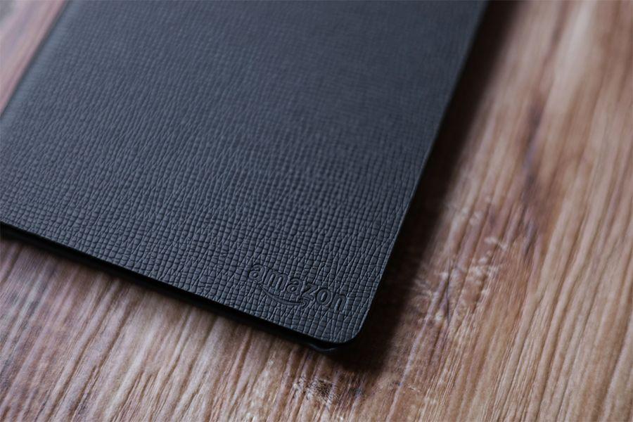 Kindle Paperwhite純正レザーケース:カバーのAmazonロゴあり
