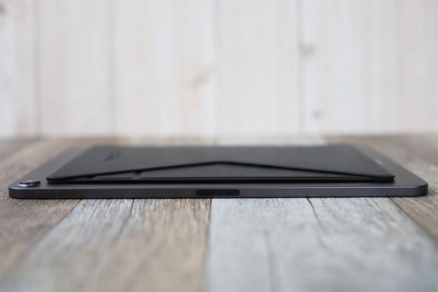 iPad用MOFT X改良型をiPadに装着しても薄い