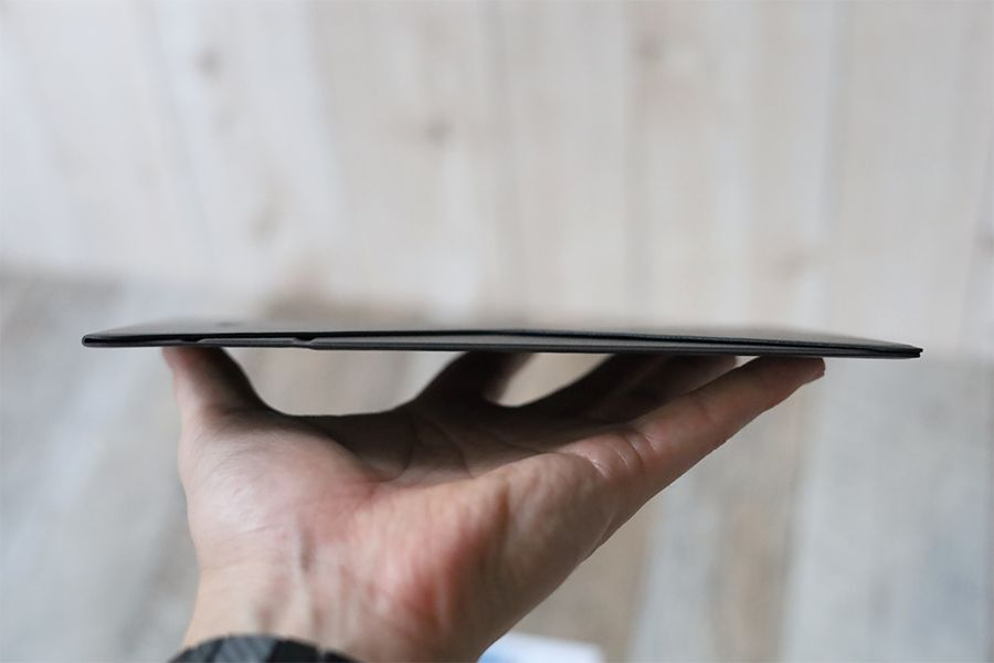 iPad用MOFT 改良型Snap-onはかなり薄い