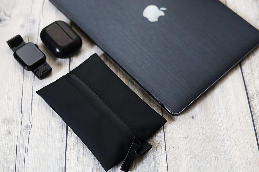 アソボーゼ TOFTPOUCH(タフトポーチ)はApple製品と相性良し