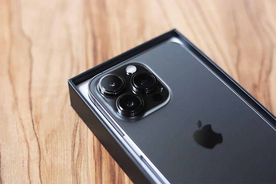 iPhone13Proのカメラの存在感