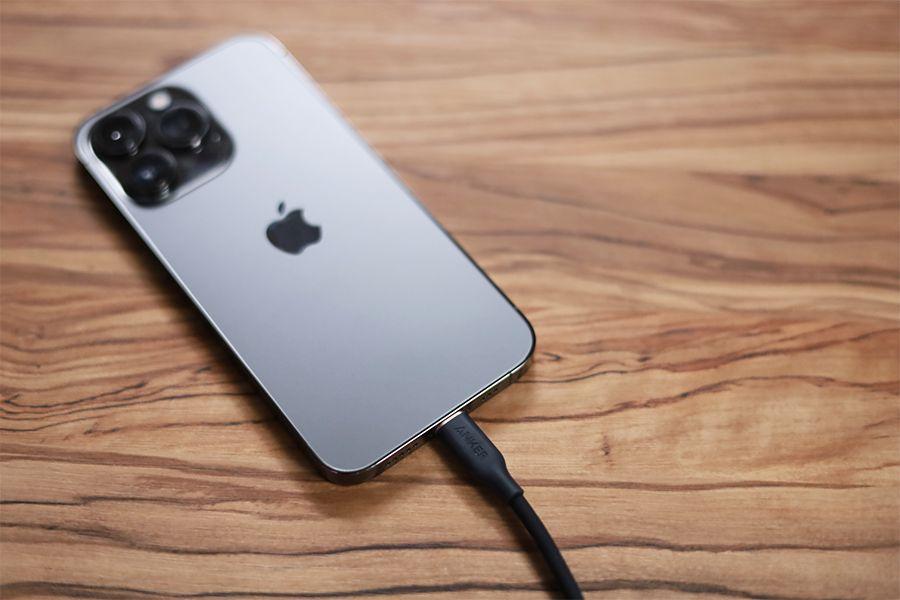 iPhone 13 Proのライトニングケーブル