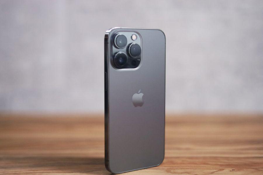 iPhone 13 Proはしっかり立つ