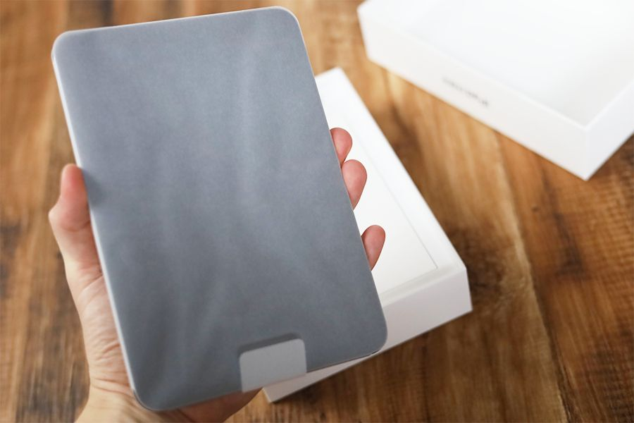 iPad mini 6は片手で持てるサイズ感