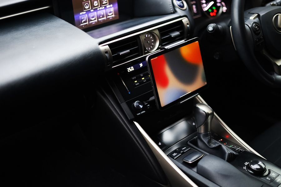 iPad mini 6は車内で助手席の人も使いやすい