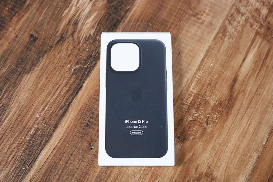 iPhone 13 Pro Apple純正レザーケースミッドナイトのケース外観