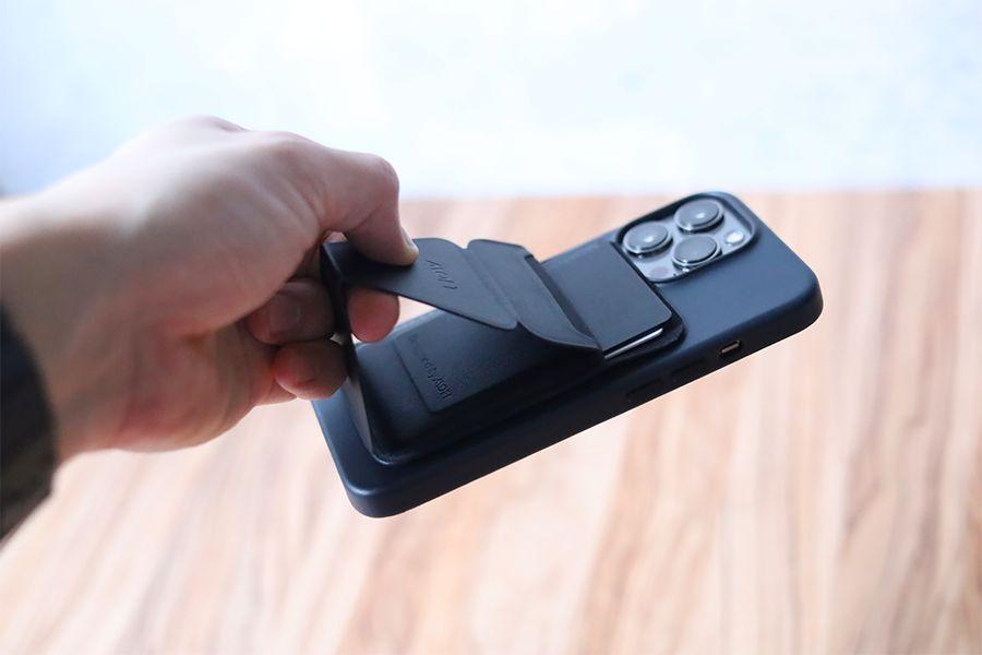 iPhone 13 Pro Apple純正レザーケースミッドナイトの磁力があればモフトでも大丈夫