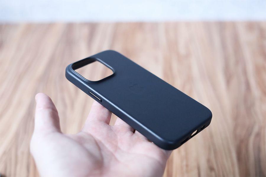 iPhone 13 Pro Apple純正レザーケースミッドナイトは軽い26g