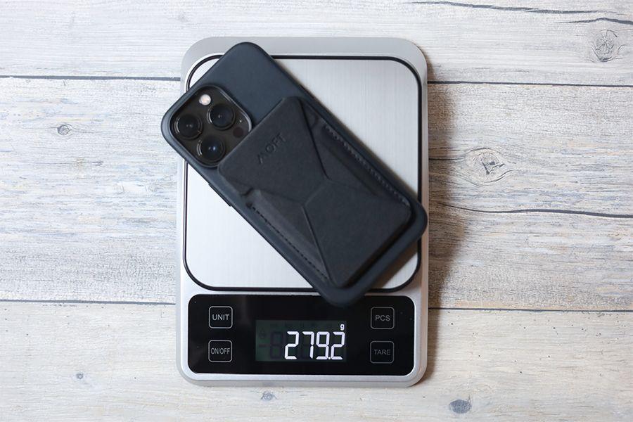 iPhone 13 Pro Apple純正レザーケースミッドナイトと他を装着した本体重量279
