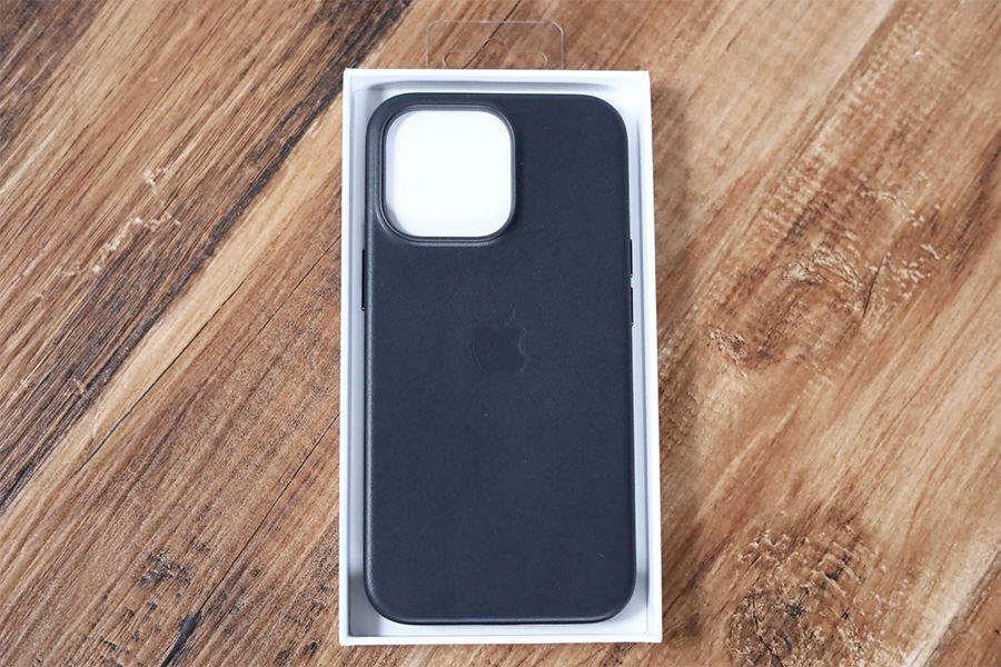 iPhone 13 Pro Apple純正レザーケースミッドナイトが入っていた状態