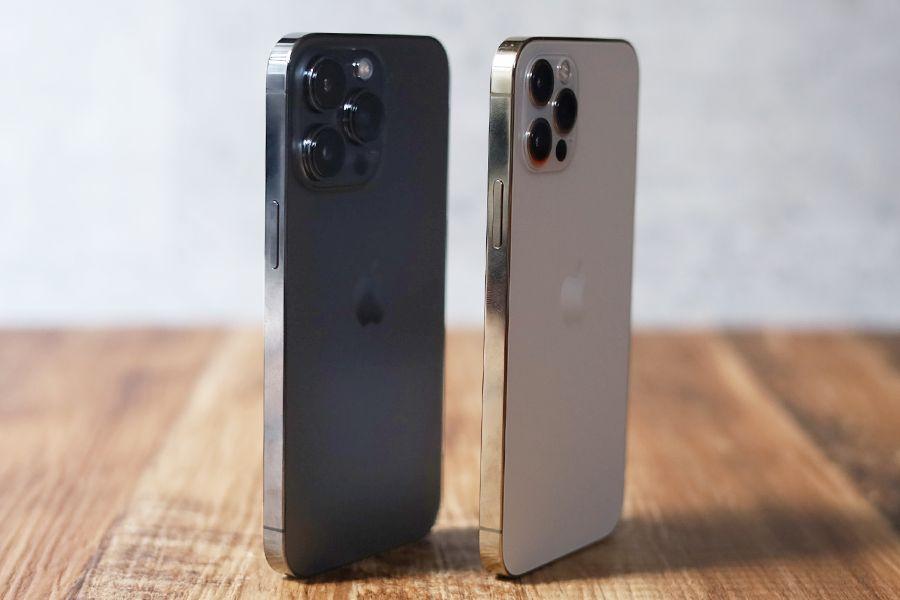 iPhone 12 ProとiPhone 13 Proと電源ボタン側の比較