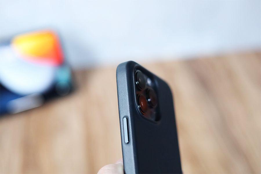 iPhone 13 Pro Apple純正レザーケースミッドナイトボタン