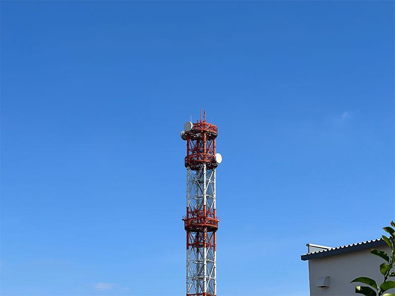 iPhone 12 Pro の2倍望遠で電波塔を撮影