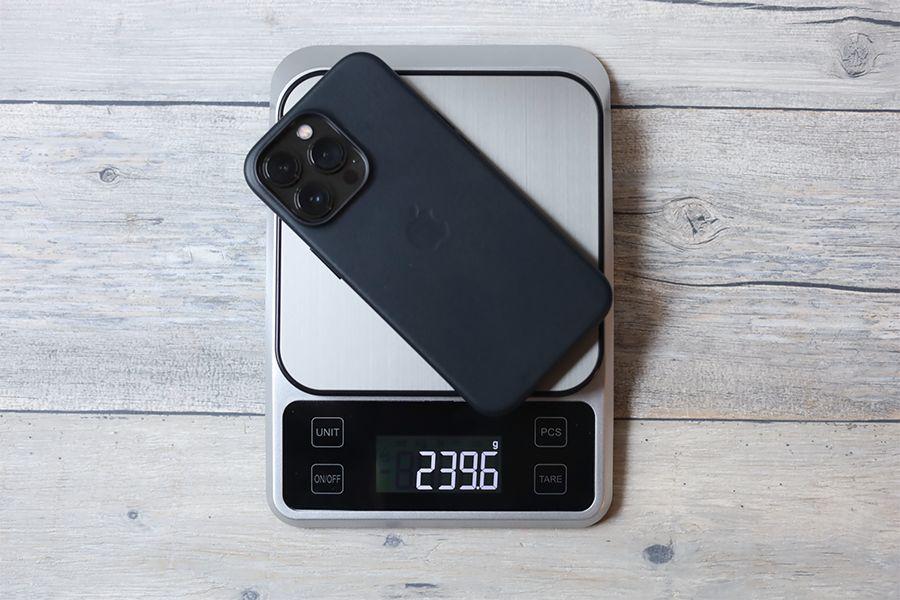 iPhone 13 Pro Apple純正レザーケースミッドナイトと本体合わせた重量は約240g