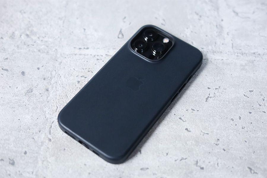 iPhone 13 Pro Apple純正レザーケースミッドナイトは安くはない