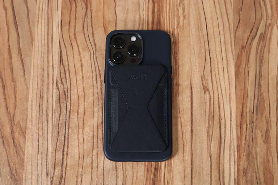 iPhone13ProケースとMOFTあり